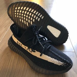 U.A Sneaker/Black/Oreo, Size: Men U.S 10